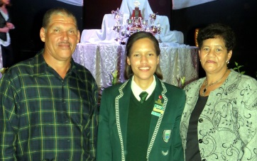 BRIGHT SPARK: Hoërskool Hangklip's Dux pupil of 2016, Lisa-Marie Bosman, with proud parents, Willie and Merilyn Bosman