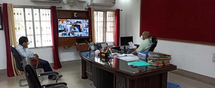 मधेपुरा : प्रभारी मंत्री संजय झा ने वीडियो कॉन्फ्रेंसिंग कर किया कोविड-19 से संबंधित समीक्षा बैठक