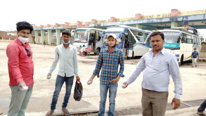 मधेपुरा जिला स्थापना दिवस पर ऑल इंडिया स्टूडेंट यूनियन ने सफाई अभियान चलकर किया वृक्षारोपण