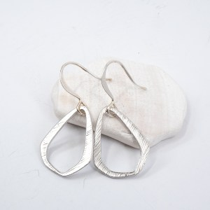 matte-silver-triangle-earrings