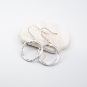 matte-silver-circle-earrings