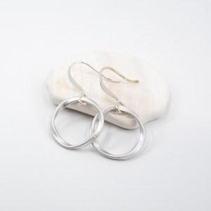 matte-silver-circle-earrings