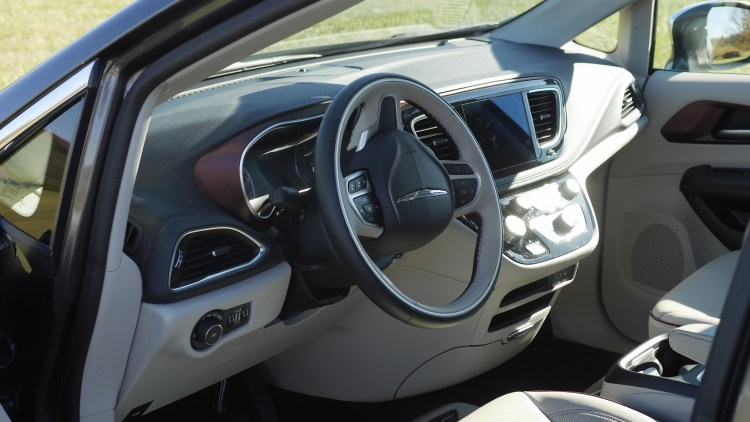 Test Driving The 2017 Chrysler Pacifica - Theresa's Reviews