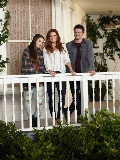 """KEVIN (PROBABLY) SAVES THE WORLD - ABC'S """"Kevin (Probably) Saves the World"""" stars Chloe East and Reese Cabrera, JoAnna Garcia Swisher as Amy Cabrera and Jason Ritter as Kevin Finn. (ABC/Bob D'Amico)"""