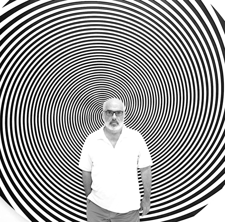ron_agam-large_circle_black_and_white