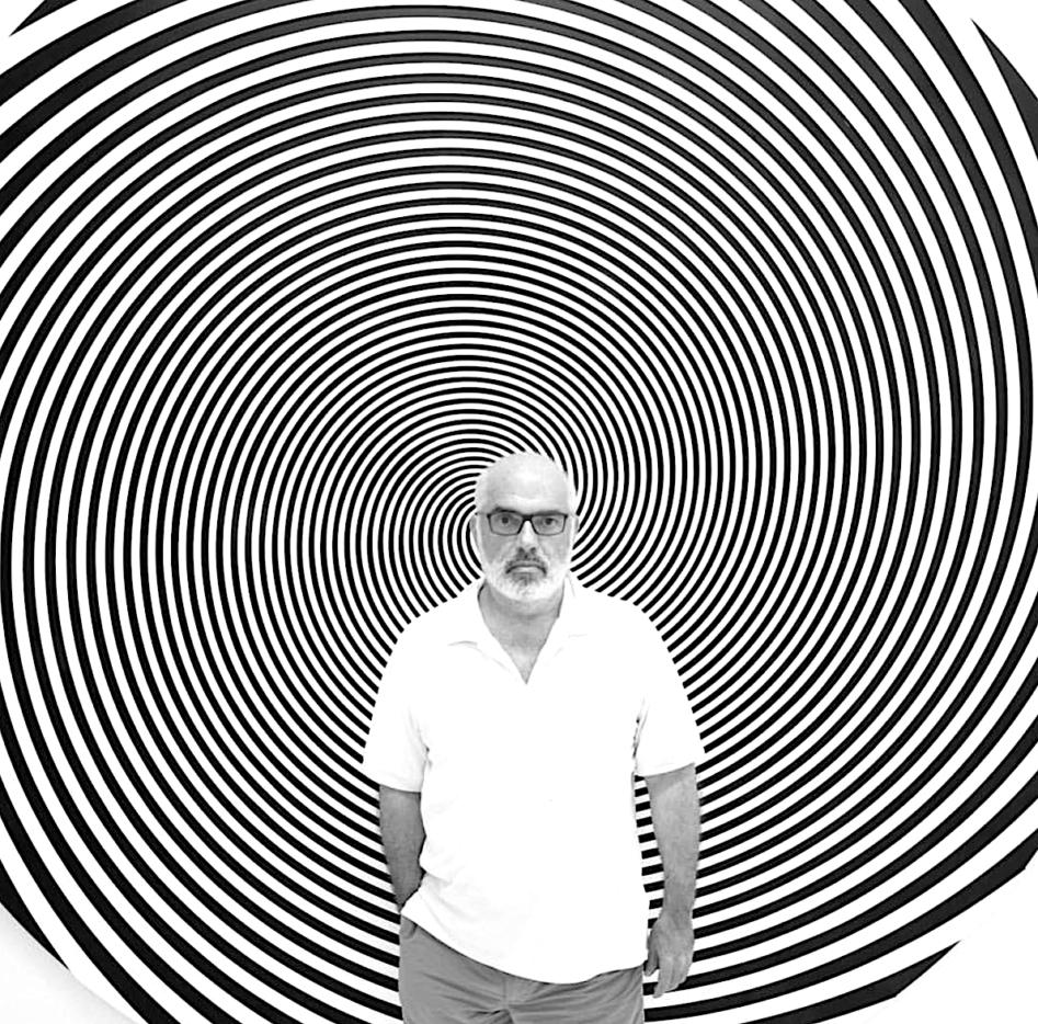 ron_agam-large_circle_black_and_white