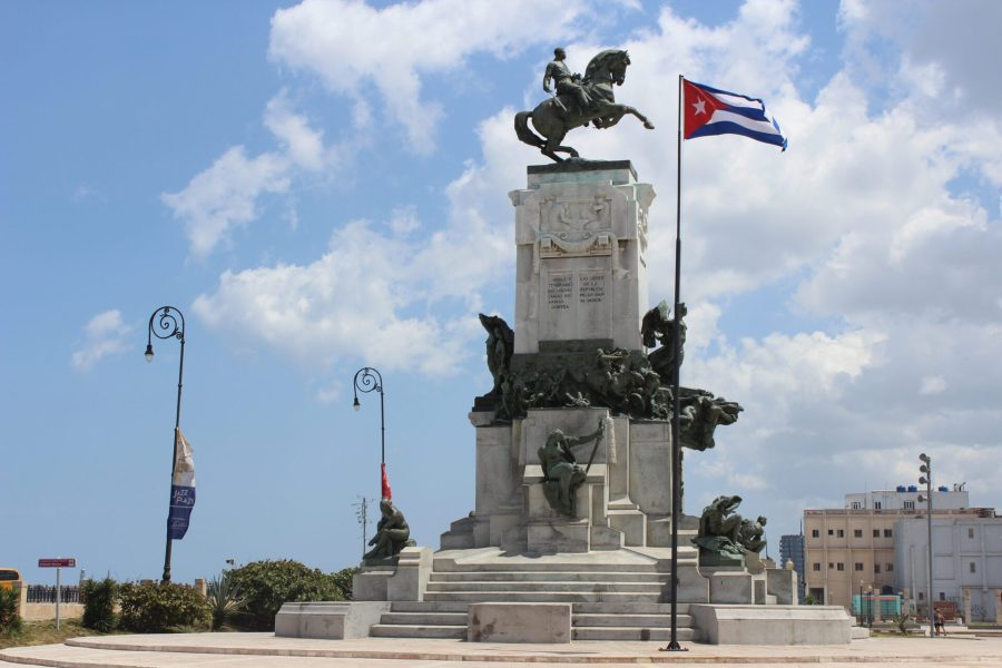 Monument outside the the Malecon