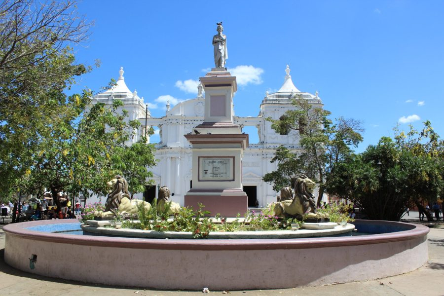 Exploring Leon - the main plaza
