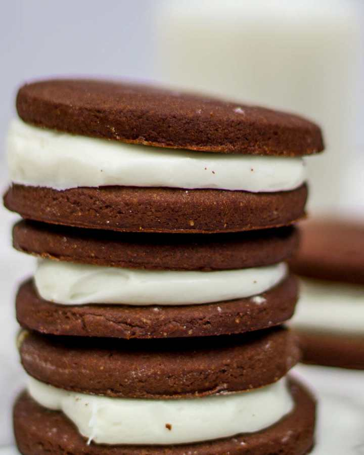 chocolate sugar cookies with vanilla cream