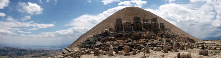 Tomb and sculptures at the summit, Nemrut Dagi