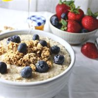 Toasted Oatmeal and Quinoa Breakfast Bowl