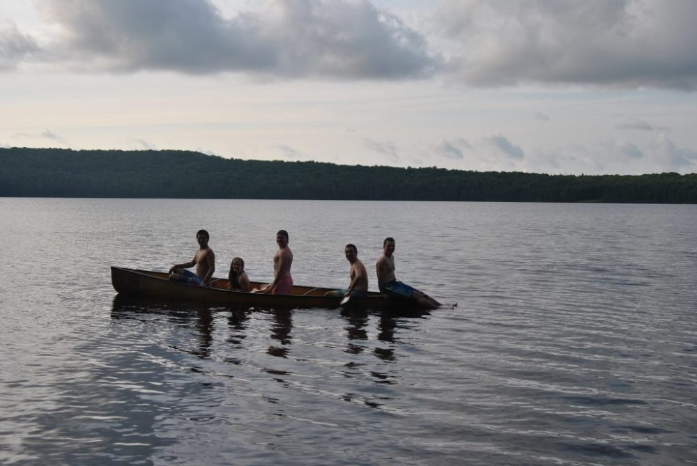 5 people in a canoe on a 5 day loop in Algonquin Park