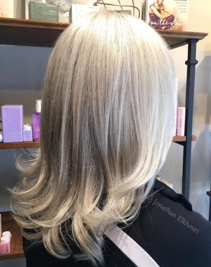 Medium Hairstyle With Kayered Flipped Ends
