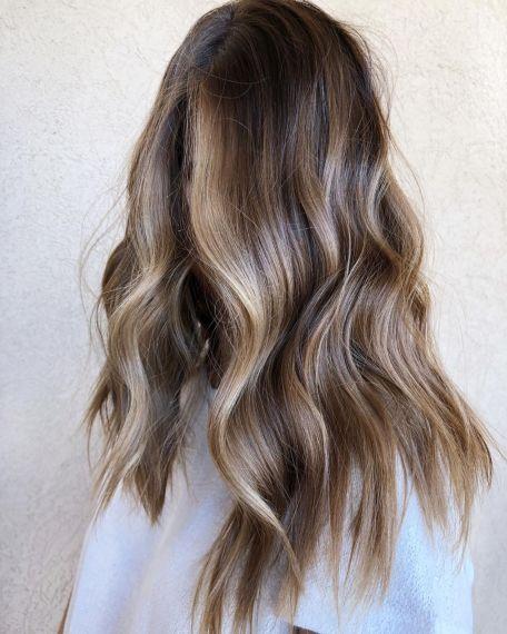 Dugačka svetlo smeđa kosa