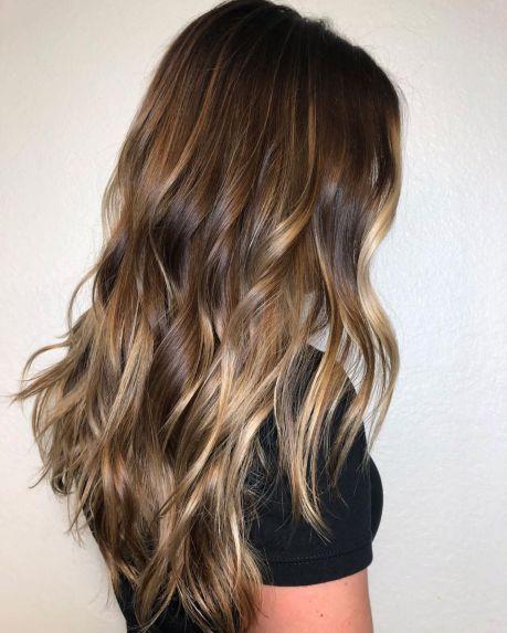 Smeđa dugačka nijansirana kosa
