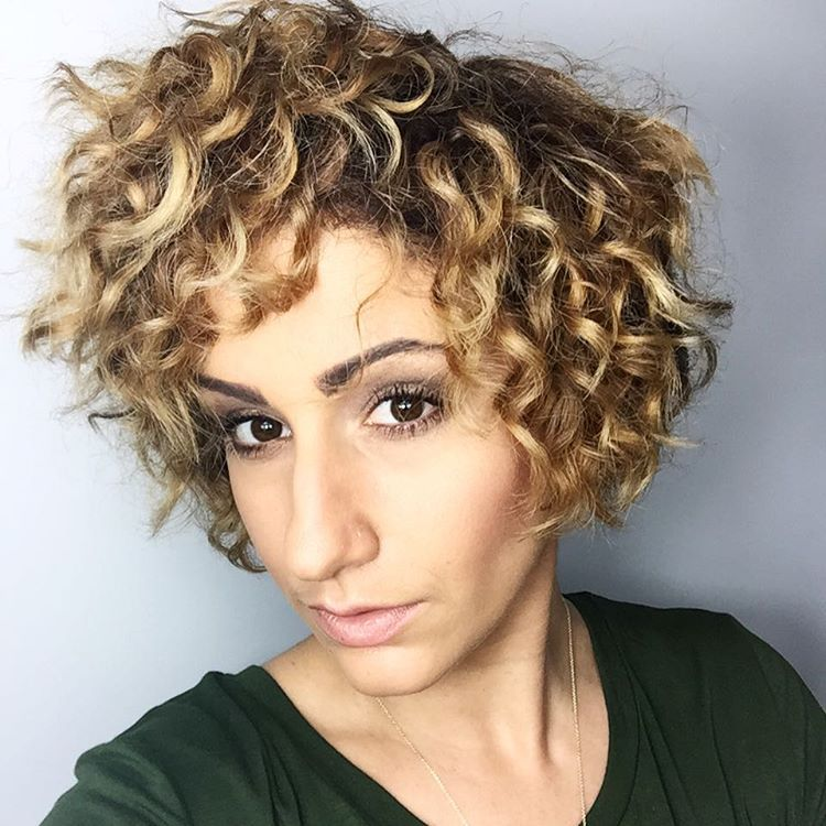 How do you style short curly hair best hairstyles 2017 50 most delightful short wavy hairstyles urmus Image collections