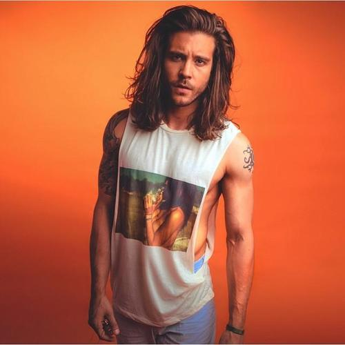 long hairstyle for guys with thick hair