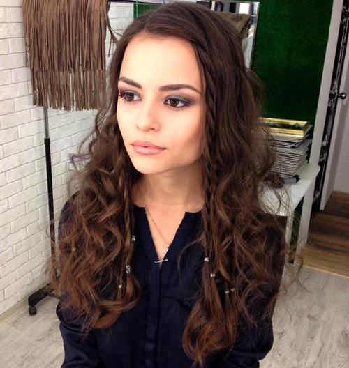 long curly hairstyle for square faces