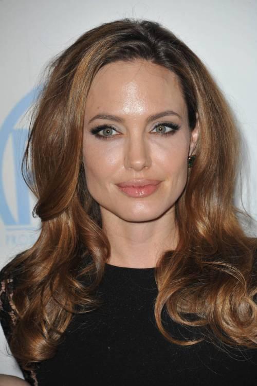 Angelina Jolie caramel highlights
