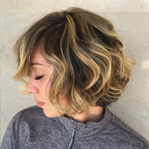 Brown Wavy Bob With Caramel Highlights