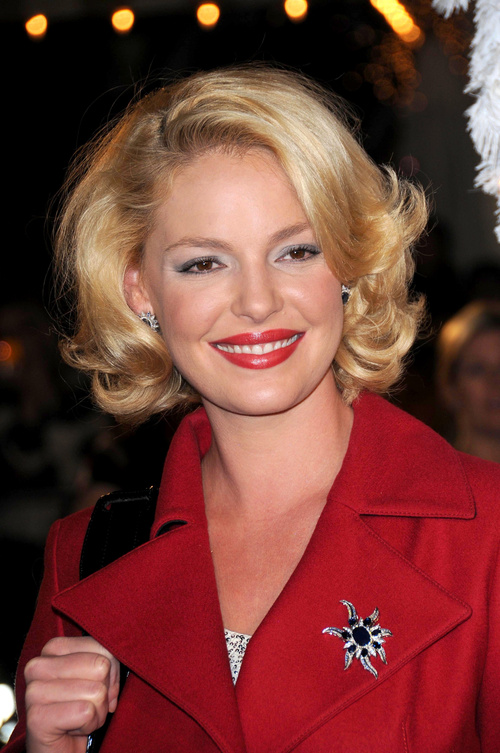 curly bob hairstyle for a round face