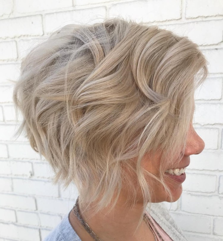 Short Wavy Side-Parted Blonde Bob
