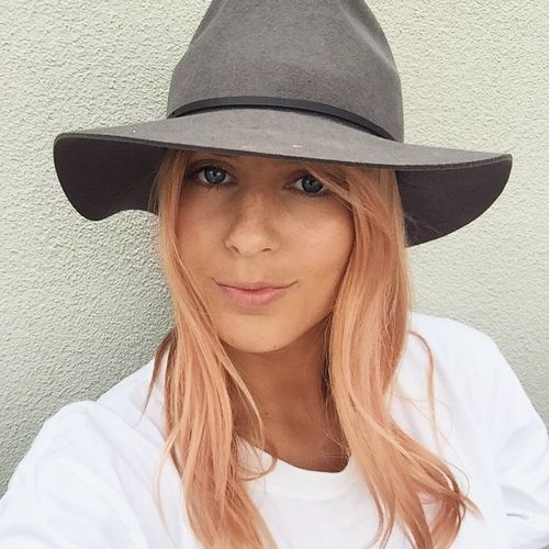 layered hairstyle and rose gold hair color idea