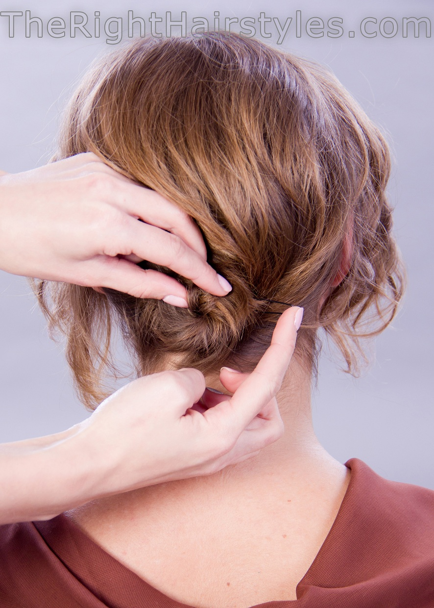 how to do a low knot for short hair
