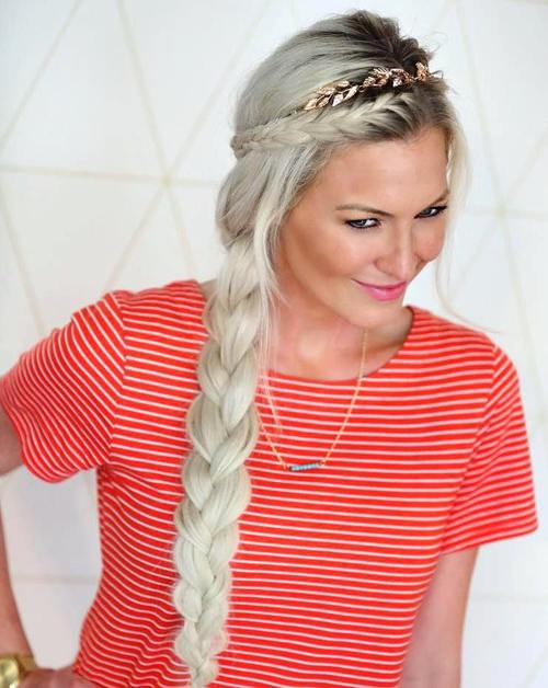 Christmas side braid hairstyle