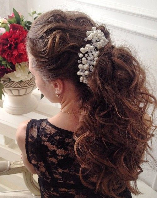 long wavy ponytail hairstyle