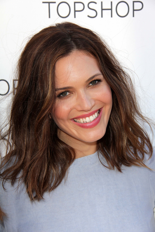 textured lob hairstyle