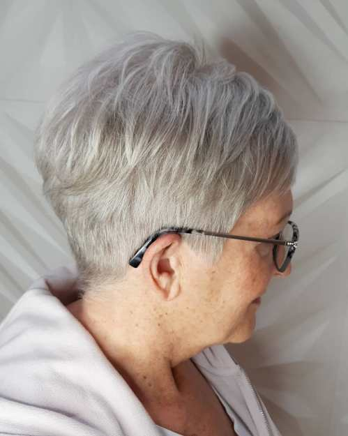 Short hairstyles for older round faces