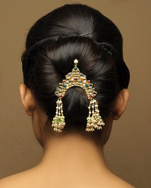 minimalistic bun updo for Indian wedding