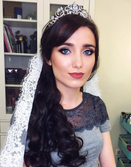 Long Curly Hairstyle With Veil