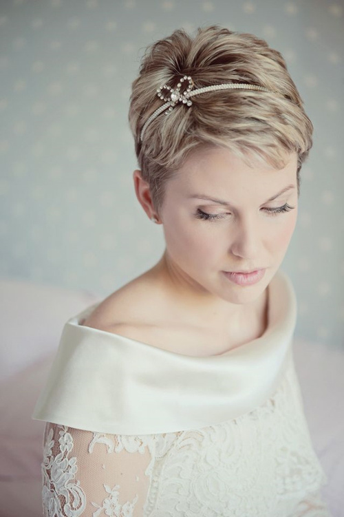 bridal pixie hairstyle for beach wedding