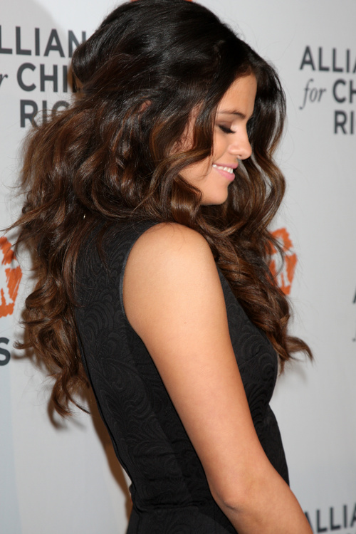 Best Hair Styles For Thick Hair Selena Gomez Hairstyles  20 Best Hair Ideas For Thick Hair