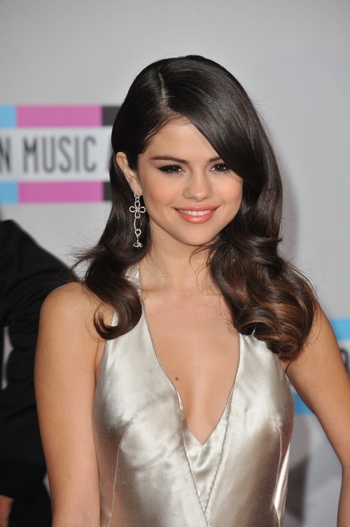 selena gomes hair style selena gomez hairstyles 20 best hair ideas for thick hair 8483