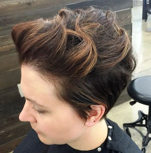 very short formal hairstyle for women