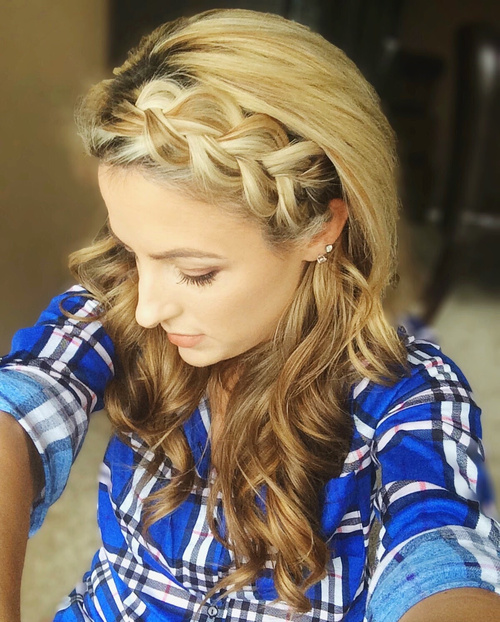 wavy hairstyle with a headband braid