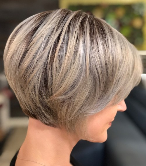 Side-Parted Creamy Blonde Pixie Bob
