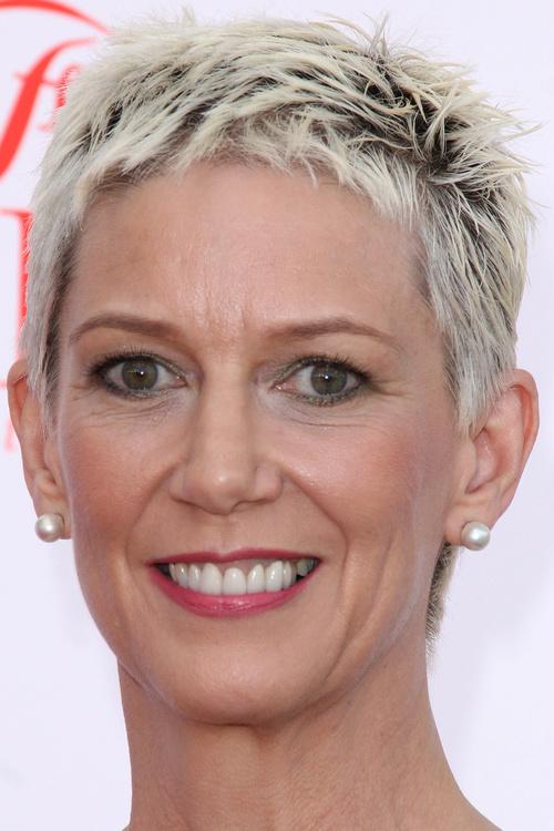 femmes courtes coupes cheveux audacieuses