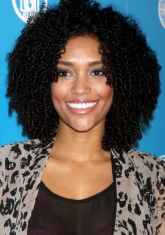 medium curly hairstyle for African American women