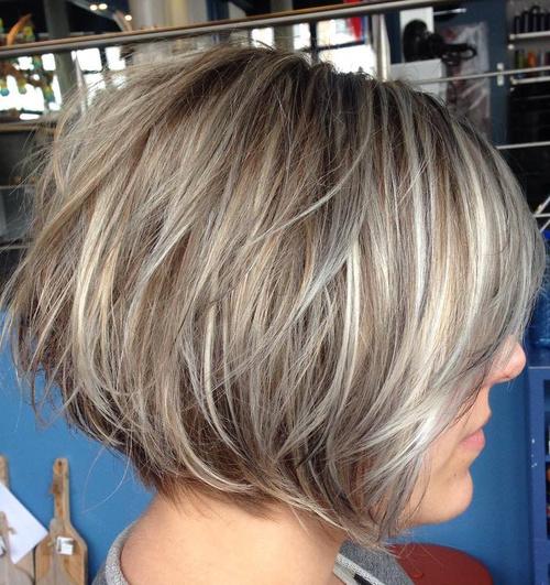 Neuredna plava paž frizura