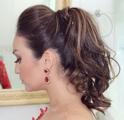 messy ponytail with a bouffant