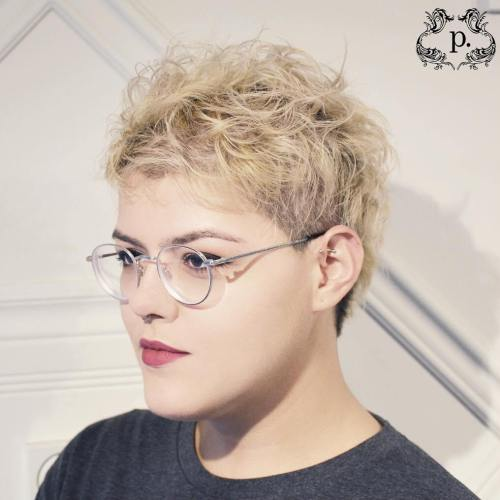 Short Messy Blonde Hairstyle For Women