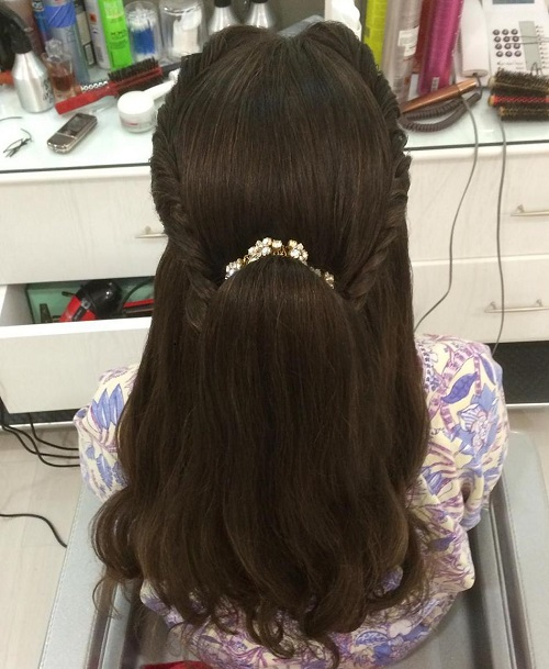 Half Ponytail With A Crown Twist