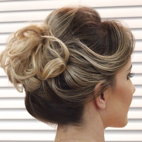 hair bun styles for curly hair 40 and easy hair buns to try 8434