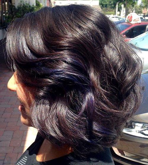 medium wavy brunette hairstyle