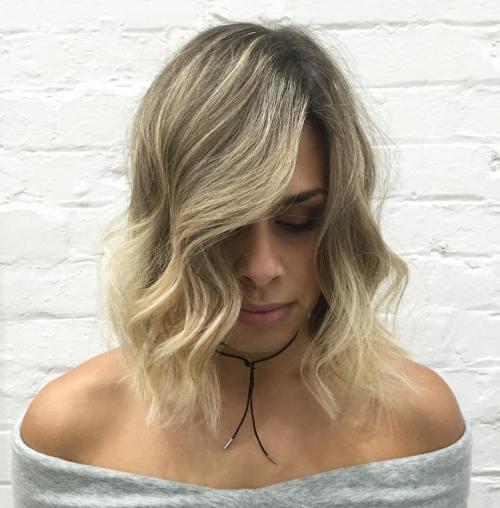 Mittlere gewellte Seitenteil Frisur