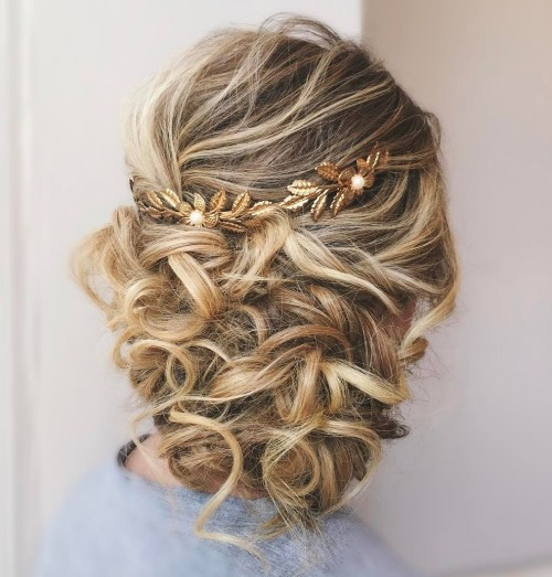 Loose Wedding Hairstyles: 20 Soft And Sweet Wedding Hairstyles For Curly Hair 2019